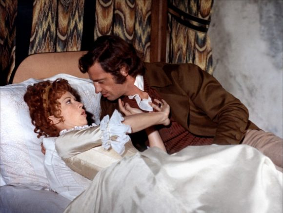 Marlène Jobert et Jean-Paul Belmondo dans Les Mariés de l'an deux de Jean-Paul Rappeneau