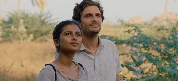 A Banerjee et Roman Kolinka dans Maya de Mia Hansen-Løve