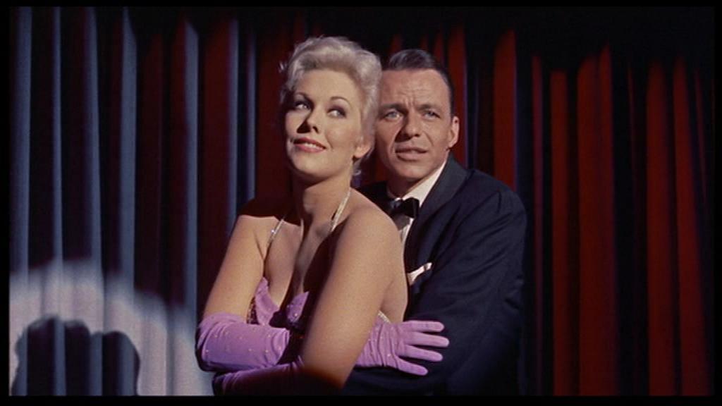Kim Novak et Frank Sinatra dans La Blonde ou la rousse