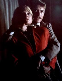 Michelle Pfeiffer et David Bowie dans Série noire pour une nuit blanche