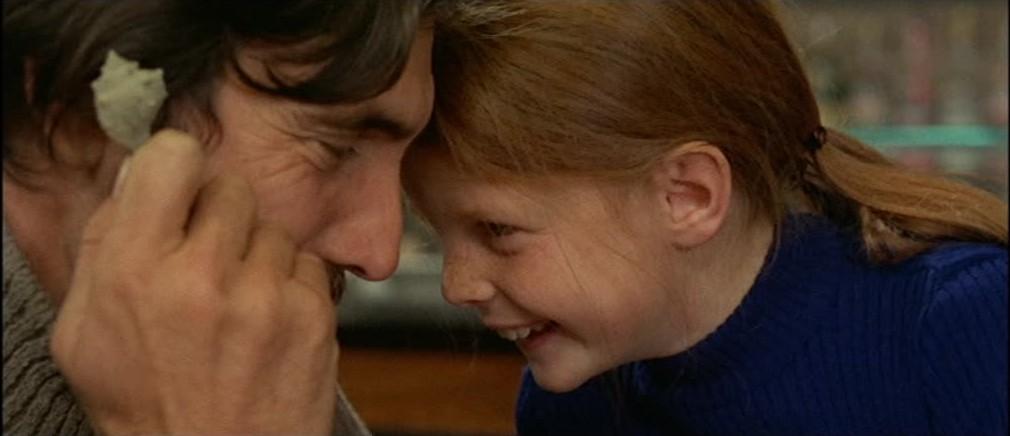 George Lazenby et Nicoletta Elmi dans Qui l'a vue mourir ? de Aldo Lado